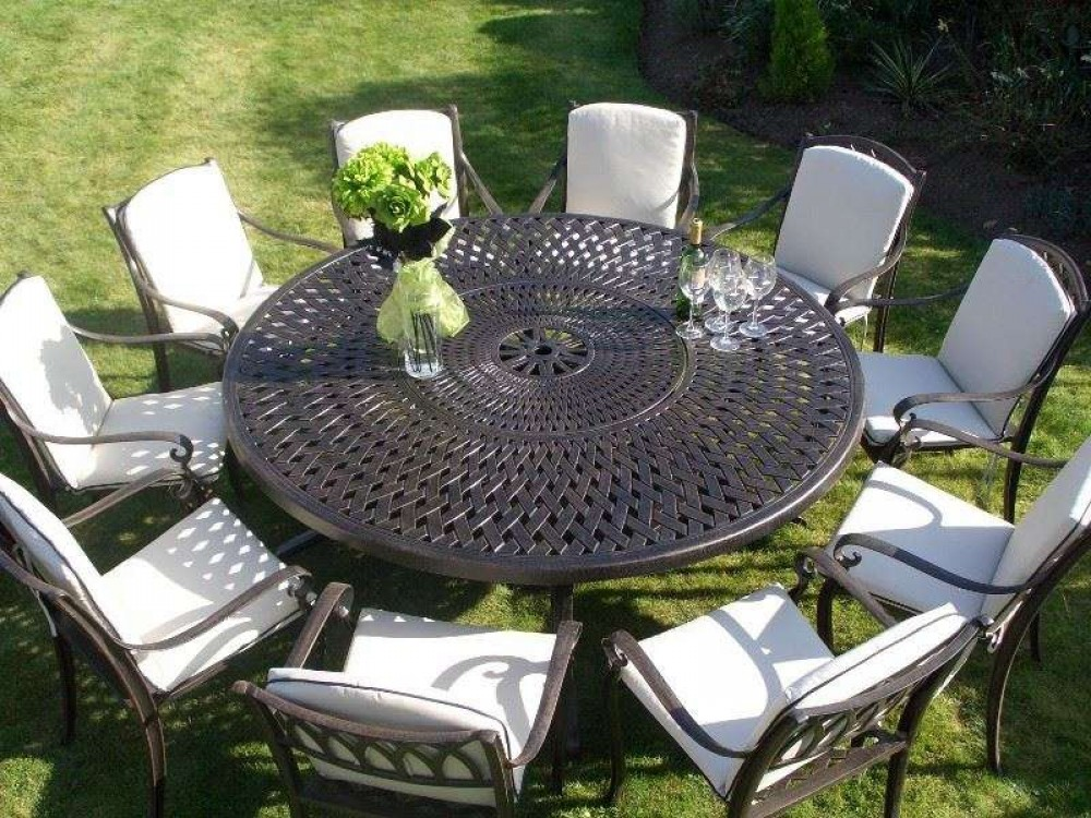 Regent round set with lazy Susan.  NOW WITH FREE PARASOL & BASE WORTH OVER £200